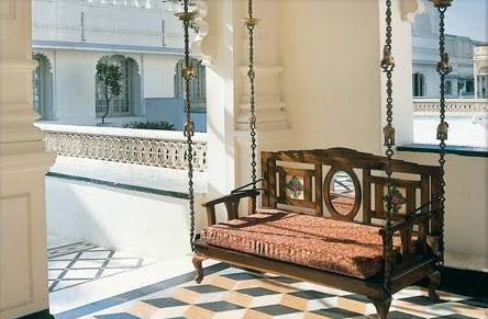 Taj Lake Palace Udaipur - hall con balancín