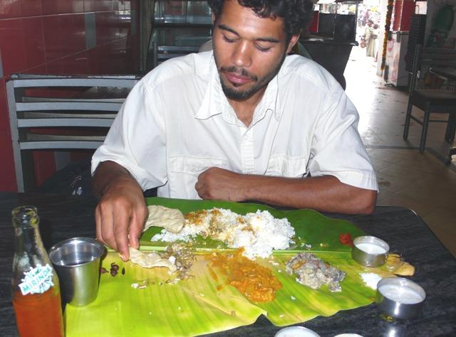 Comiendo un thali