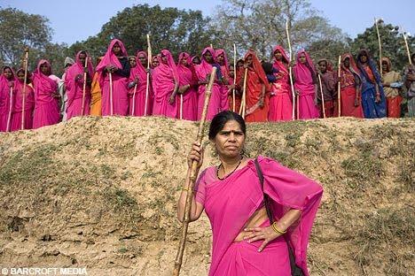 Guerrera del sari rosa