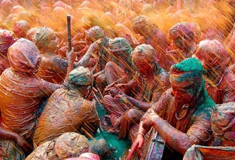 Celebración del Holi en las calles de India