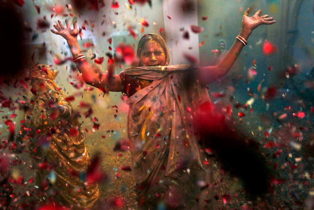 Indian woman at the Holi festival in India