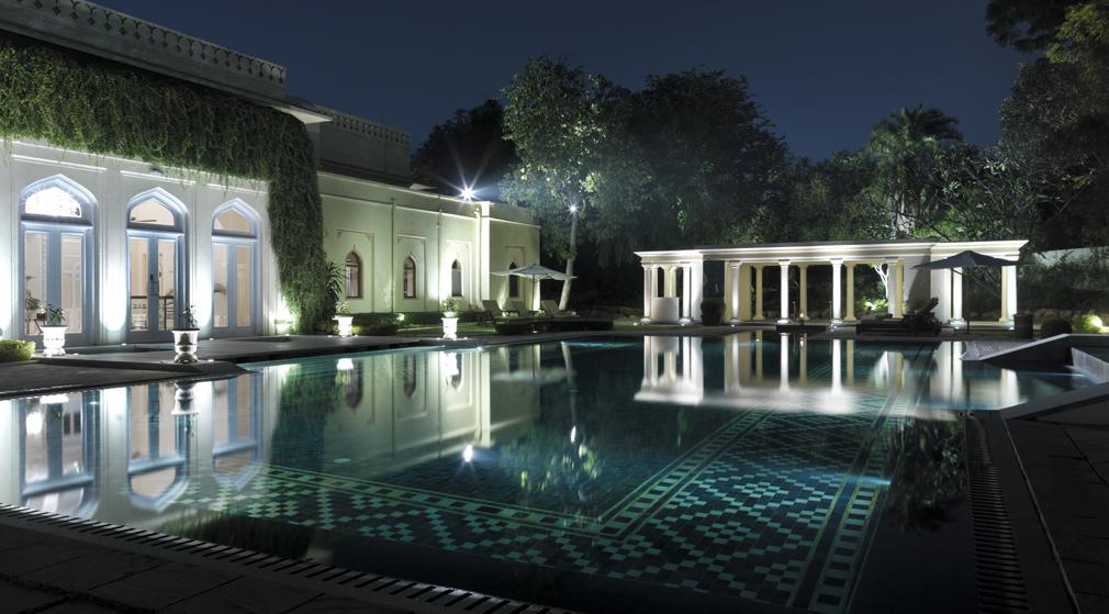 H4ej0 27652743 001 outdoor pool menos for Hoteles con piscinas naturales