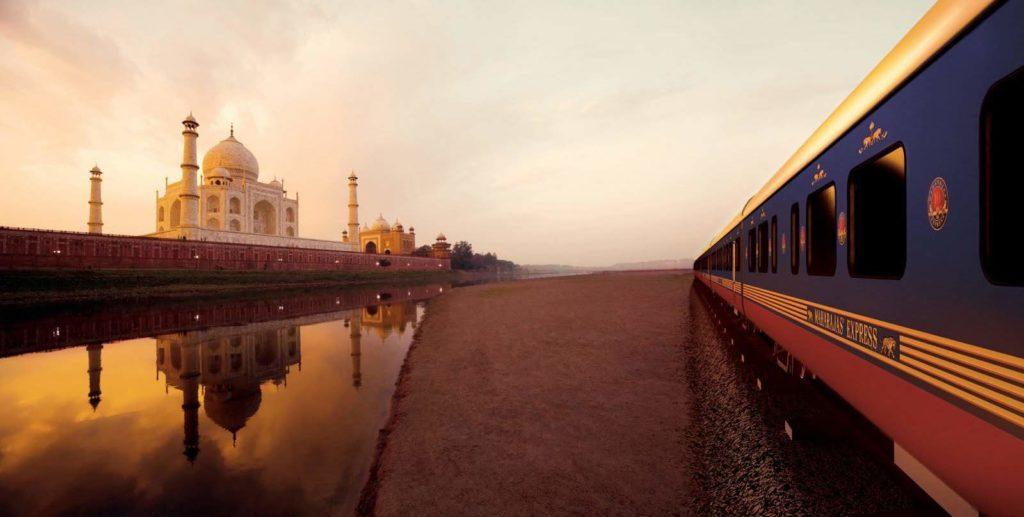 Tren de lujo en India frente al Taj mAHAL AL ATARDECER