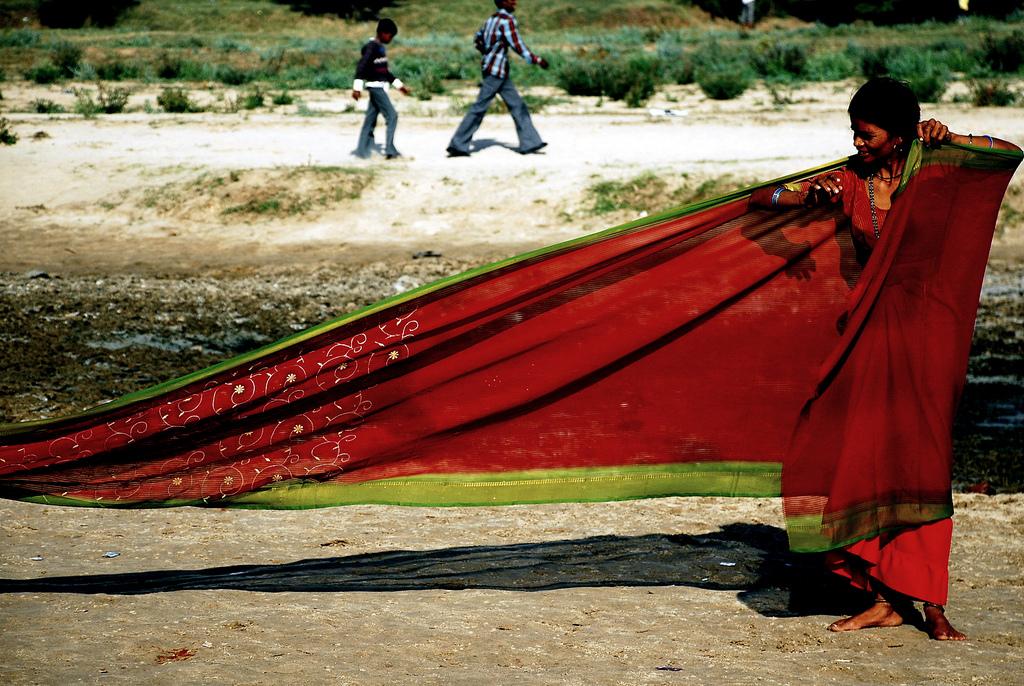 C mo ponerse un sari - Telas de la india online ...