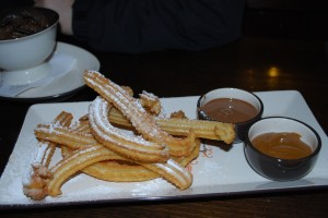 Cocina de fusión hispano-india. Churros con chocolate en San Churro (c) Alpha