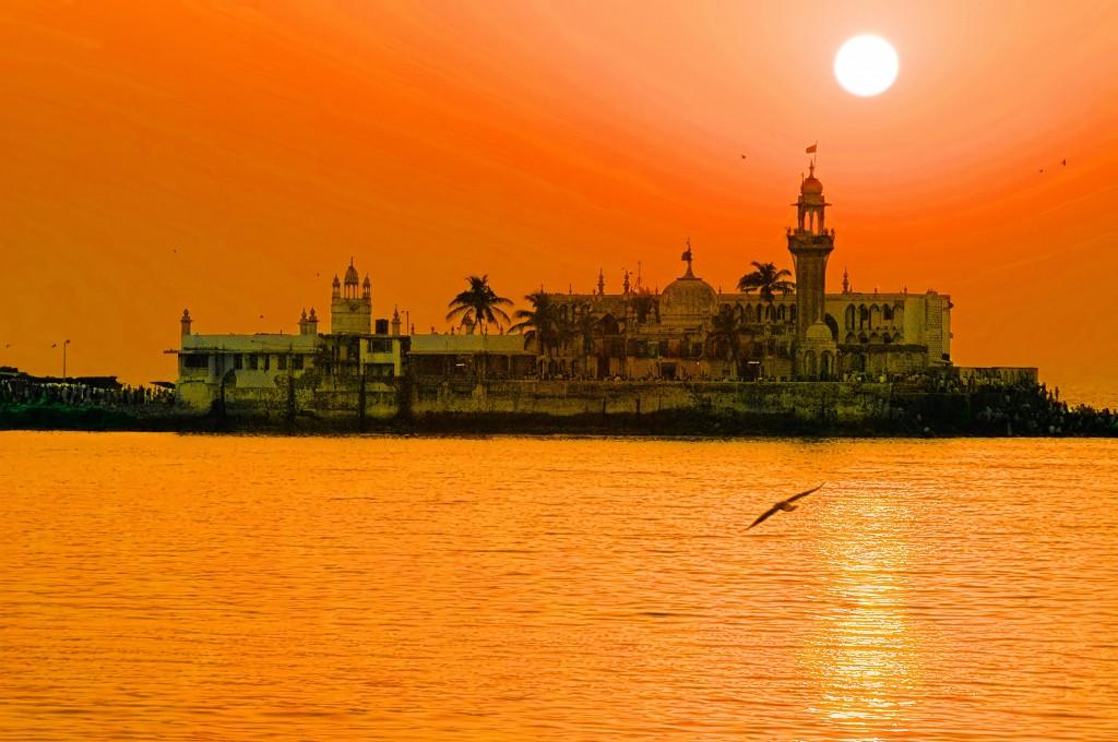 Heat in India - Haji Ali Dargah