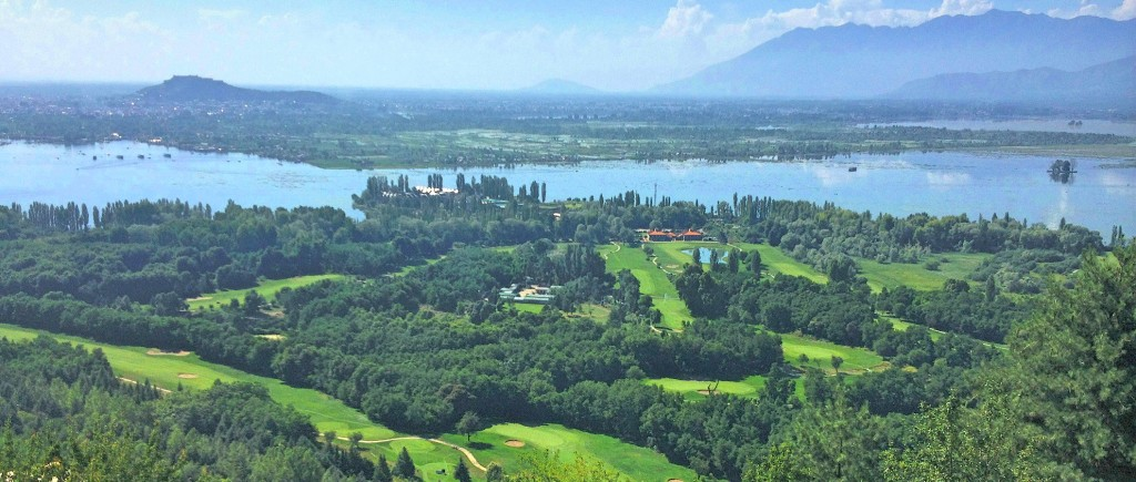 GOLF EN INDIA: The Royal Springs Golf course at Srinagar is one of India's top golf courses & the only design in India by the world famous Golf architect Robert Trent Jones II