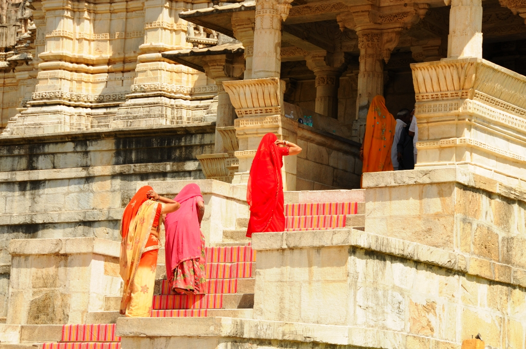 Clothing suitable for travel to India