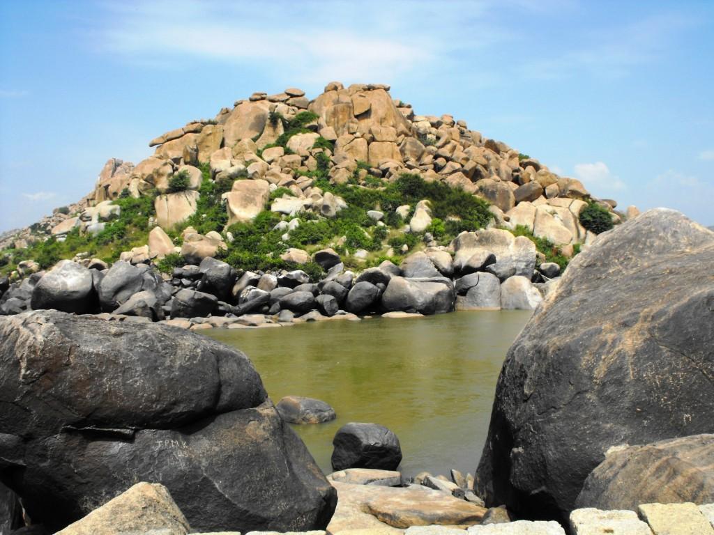 Hampi India - Río Tungabhadra y piedras