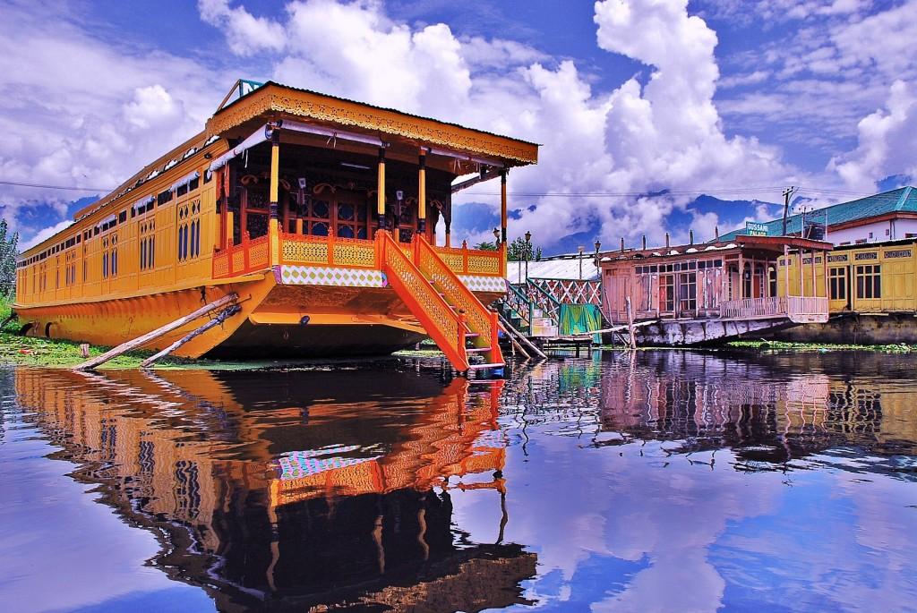 10 reasons to visit Jammu and Kashmir - Boat houses in Srinagar (c) Basharat Shah
