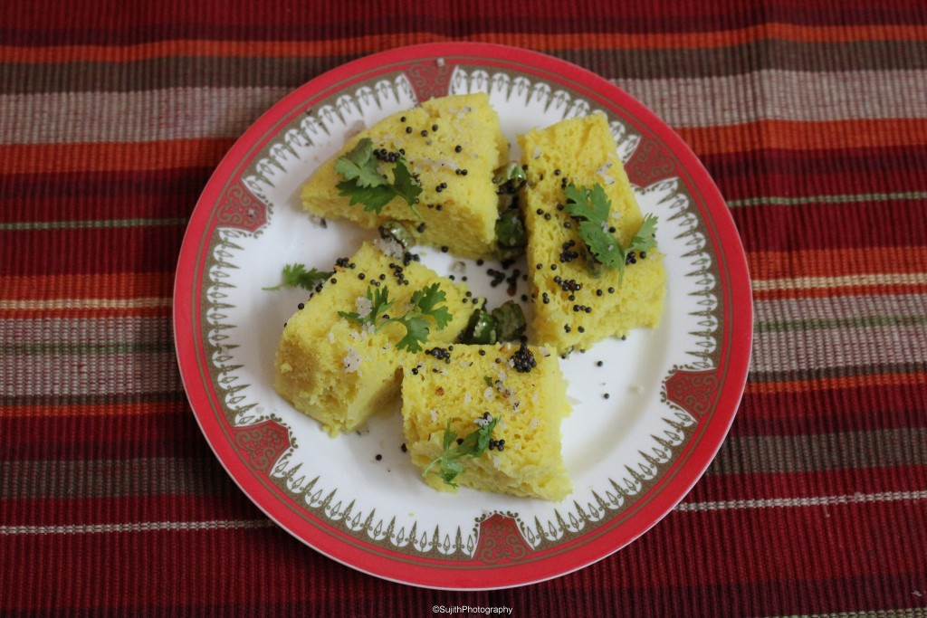 5 platos vegetarianos de la India - Dhokla