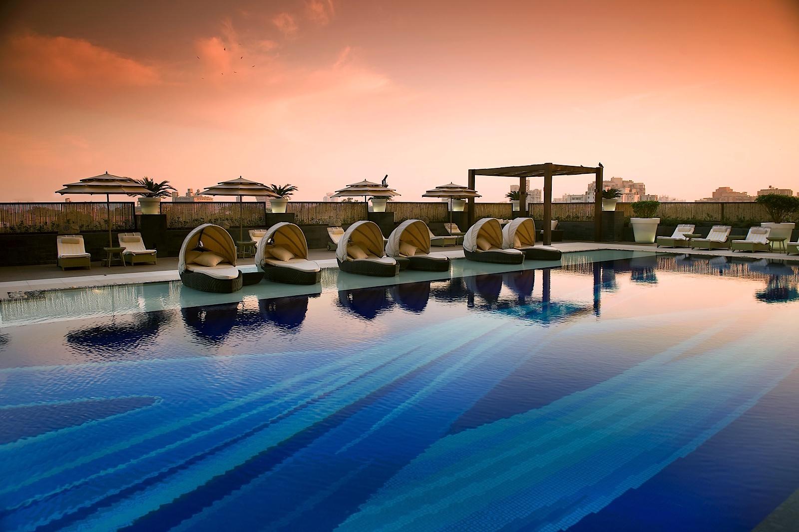 Hoteles the lalit en india visi n cosmopolita y fresca for Hoteles de lujo en vitoria