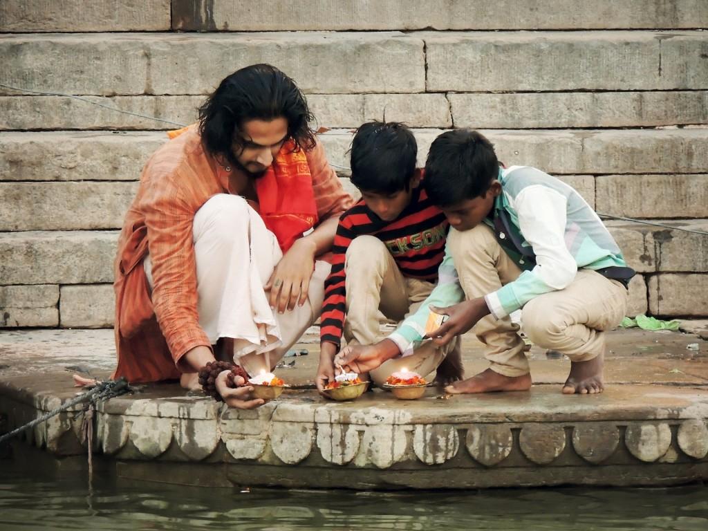 Kumbh Mela en Haridwar - Ofrenda