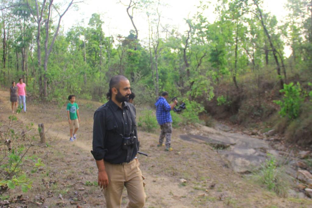 Guía y chofer durante safari en India