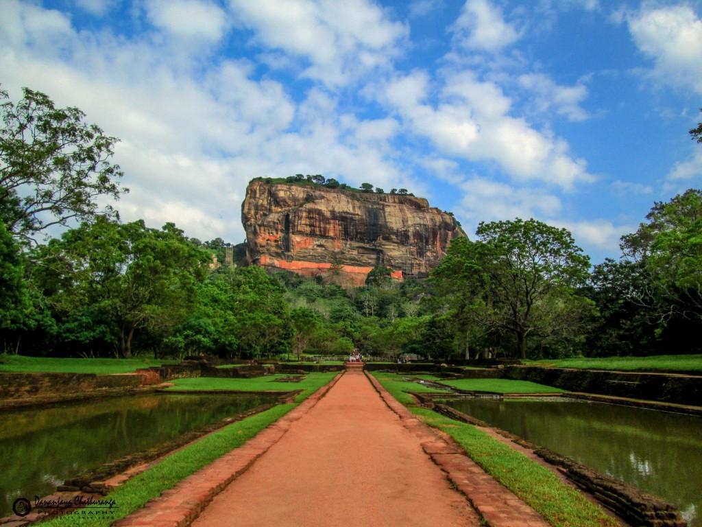 Viajar a Sri Lanka en Semana Santa. Roca del León en Sigiriya