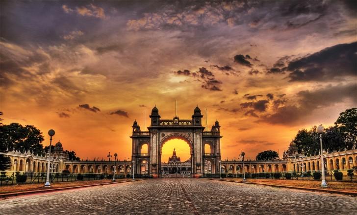 Ciudad de Mysore - Puerta principal del palacio