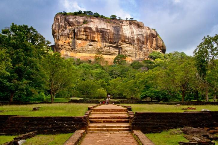 Viajar a Sri Lanka en abril. La Roca del León en Sigiriya