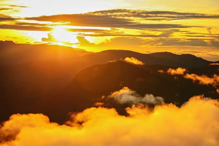 Viajar a Sri Lanka en marzo. Amanecer en el Pico de Adán