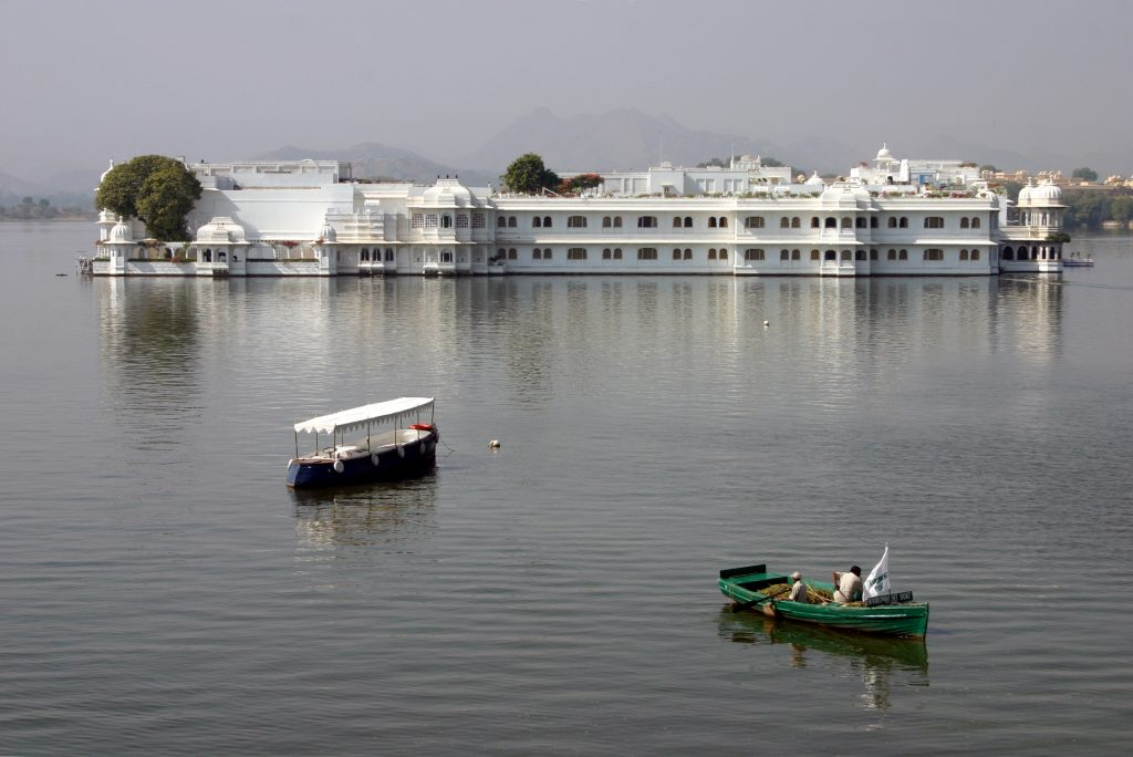 Best Lakes in India - Pichola Lake and Lake Palace - Places for a Honeymoon