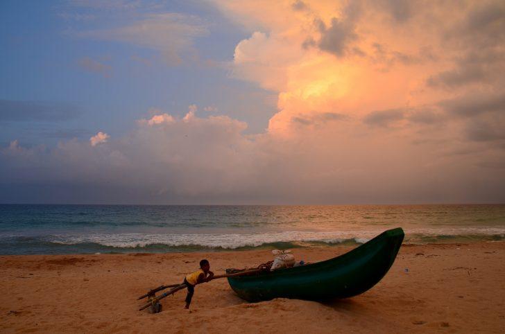 Viajar a Sri Lanka en junio - Playa al atardecer