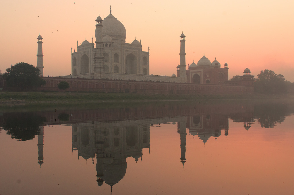 Traveling as a couple to India- Taj Mahal at sunset