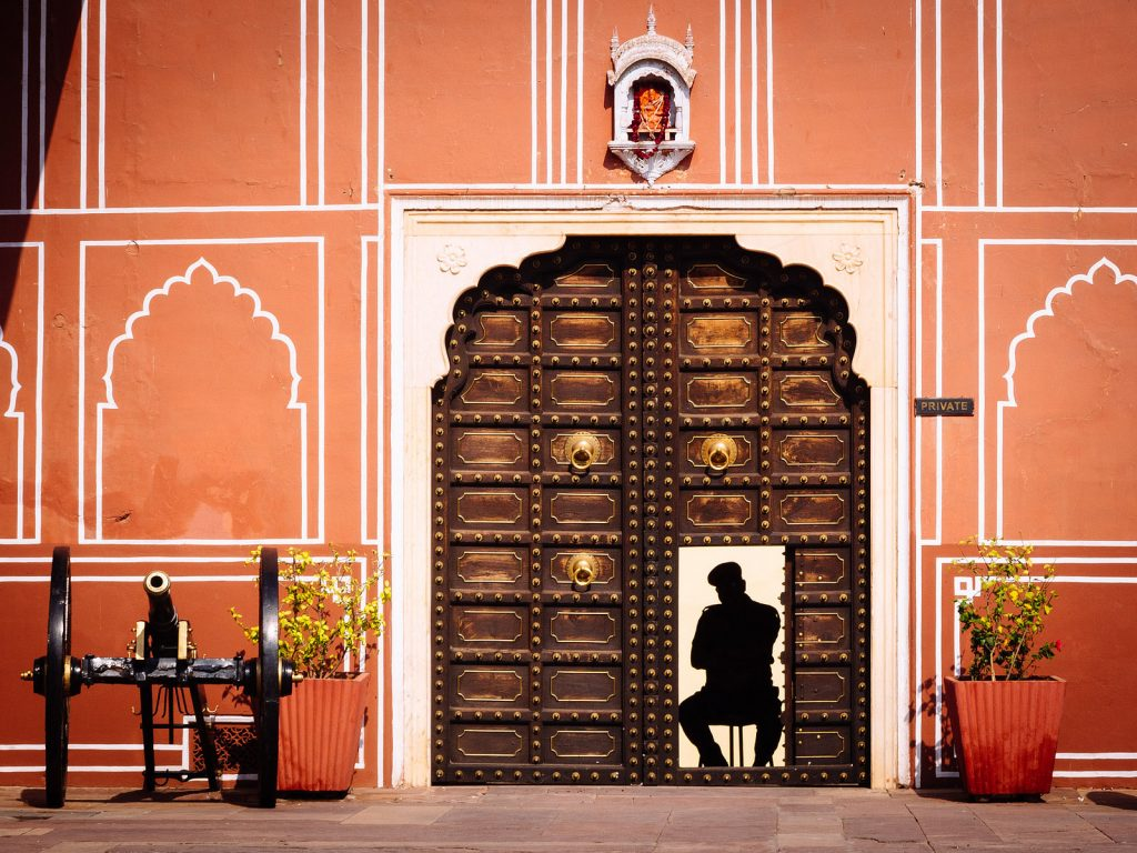 Jaipur - City of India you are according to your personality - Man at the door of the City Palace of Jaipur