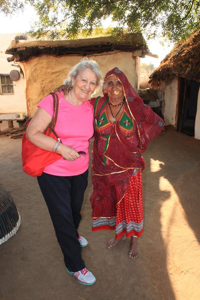 Entrevista a Sociedad Geográfica de las Indias - One of our travellers visiting a village in Agra