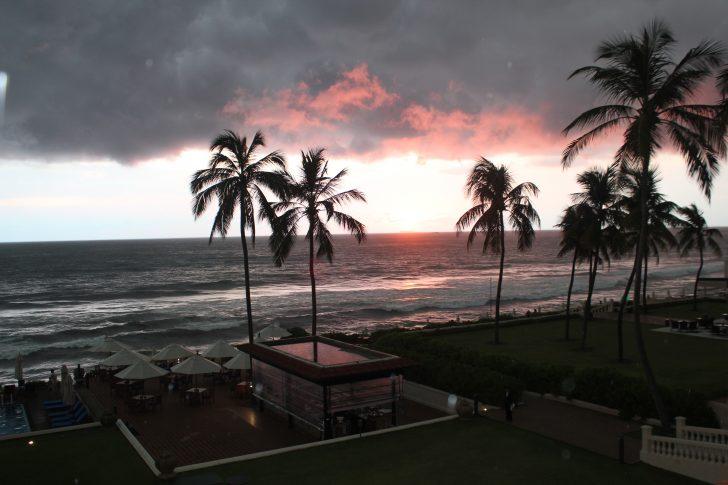 Viajar a Sri Lanka en diciembre - Atardecer desde la terraza de Galle Face Hotel