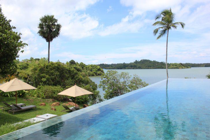 viajar a sri lanka en septiembre - infinity-pool-sobre-el-lago-koggala