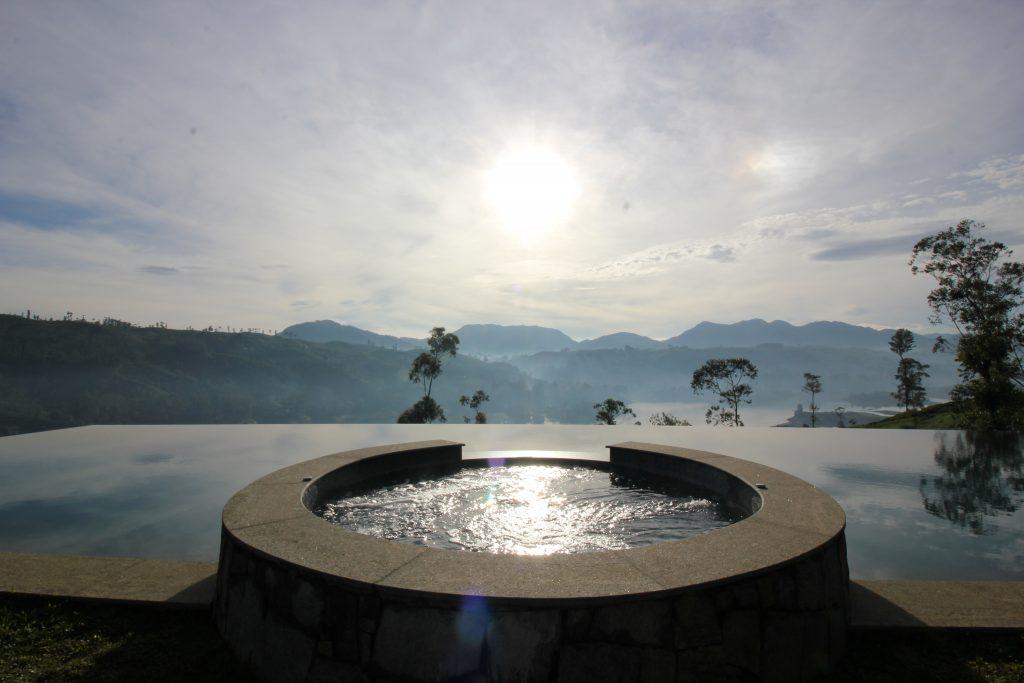 Viajar a Sri Lanka en noviembre - Jacuzzi con infinity pool en Ceylan