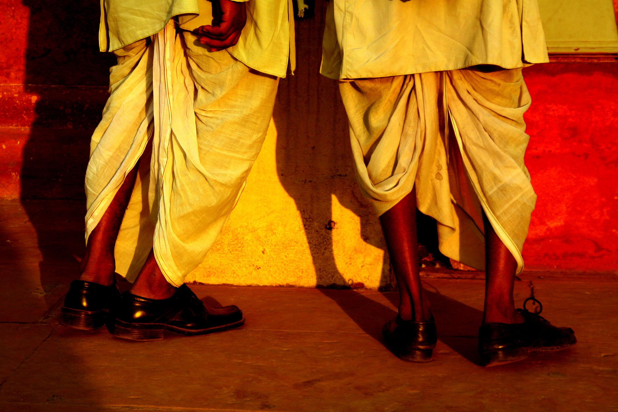Como Visten Los Hombres En La India Dhoti Khalat Kurta