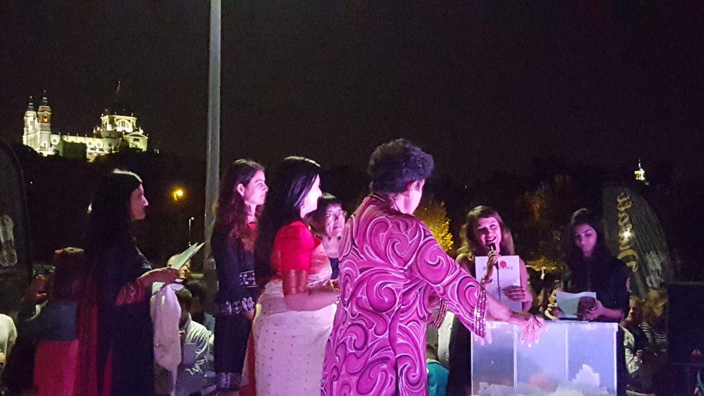 Entrega premios en la fiesta más típica de India Diwali Madrid
