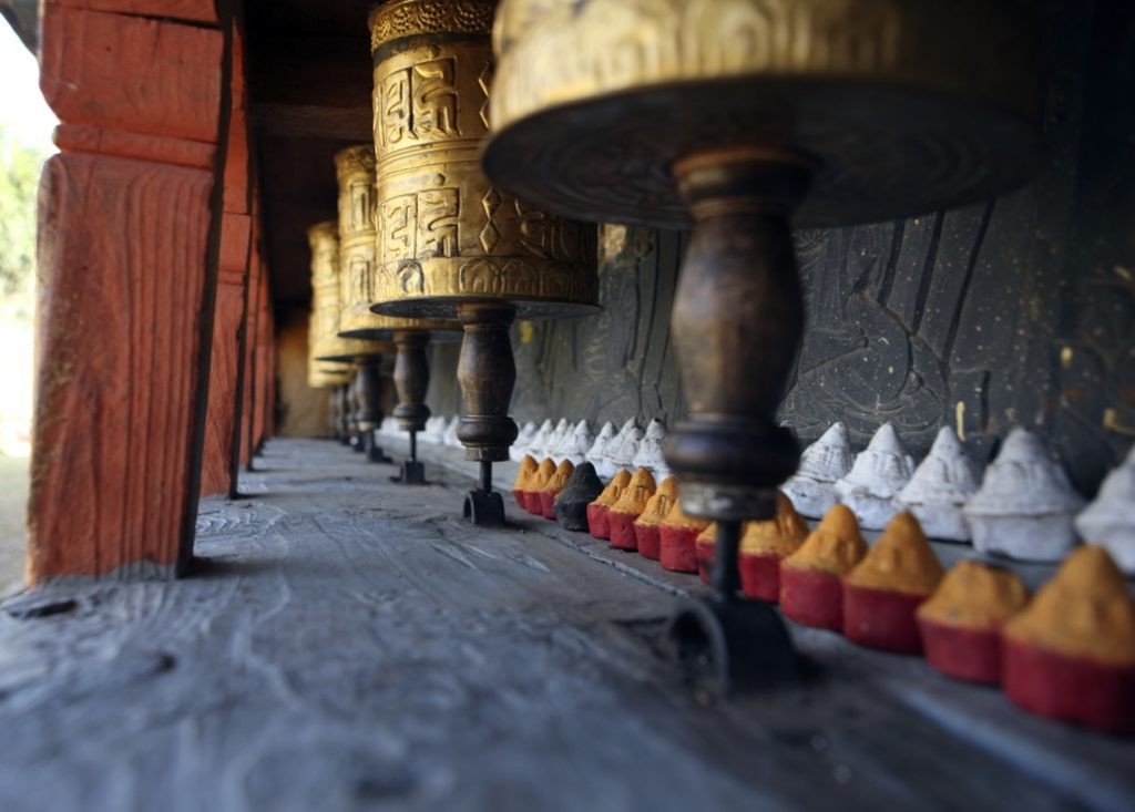 Esculturas doradas en el templo de Changu Narayan en Nepal