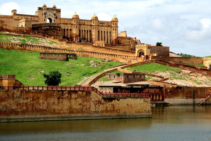 Overview of Amber Fort in Jaipur