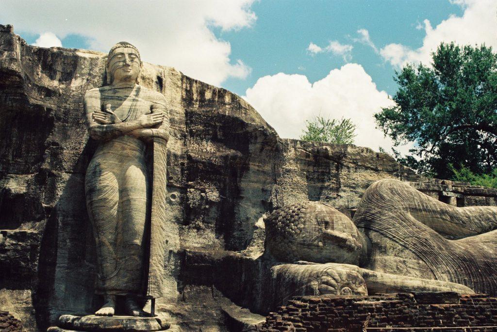 Figuras de Buda en Polonnaruwa en Sri Lanka