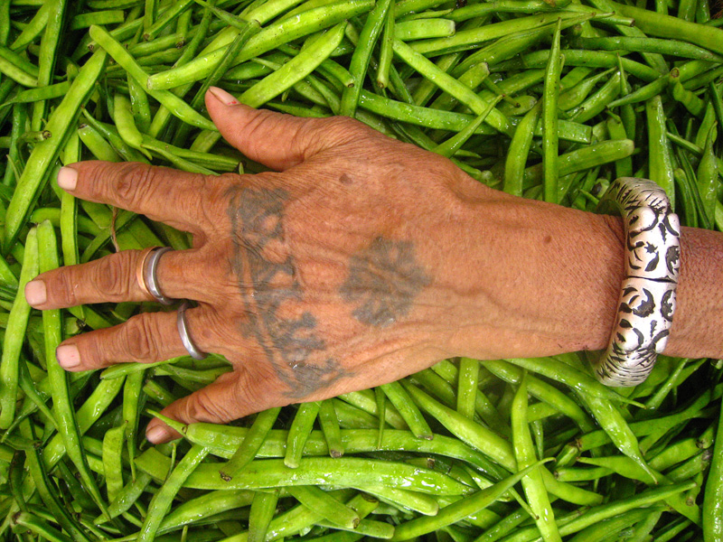 7 things not to do in India: Use your left hand in India to eat