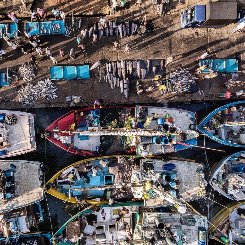 Barcos de pesca en Mirissa en Sri Lanka