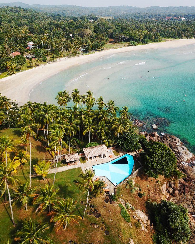 Nilwella Beach en Sri Lanka a vista de dron