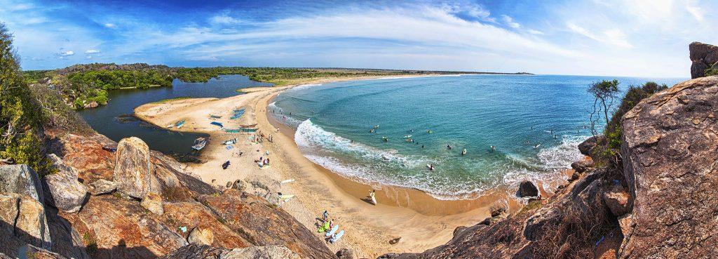 Vista de la playa Arugam Bay en Sri Lanka.