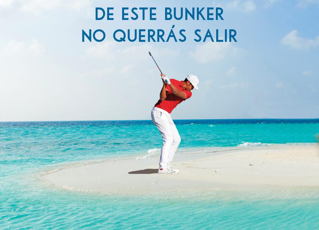 Golfista jugando en playa paradisíaca