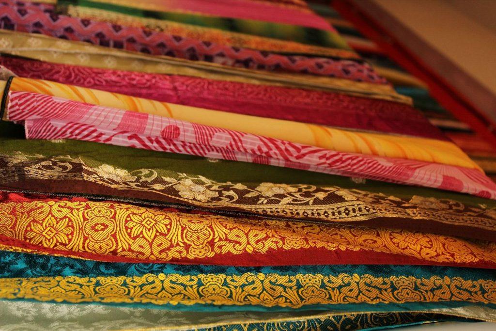 Los tejidos y telas indias forman parte del shopping en el país.