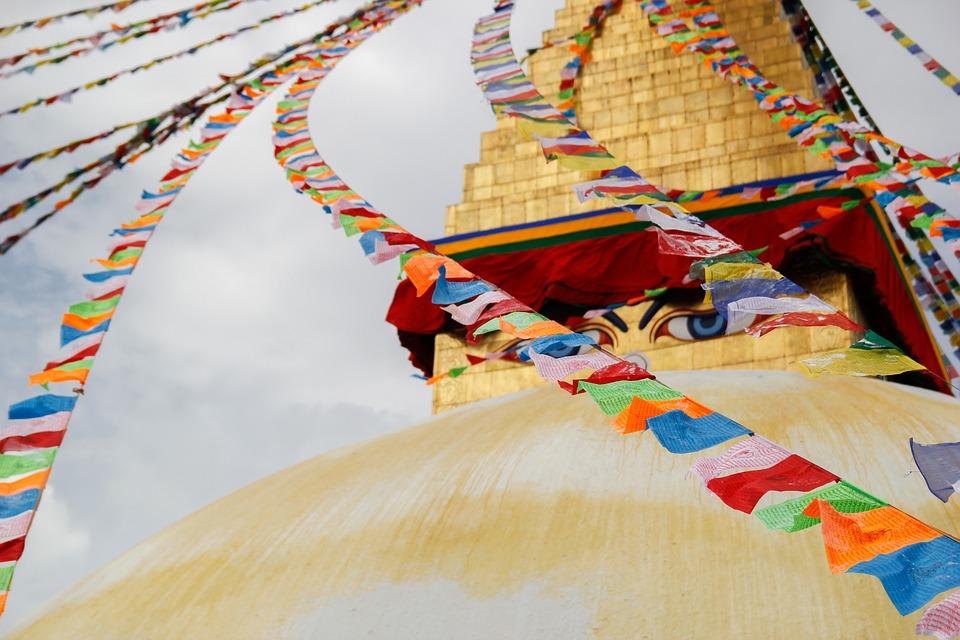 Ojos de Buda dibujados en la estupa de Boudhanath en Katmandú