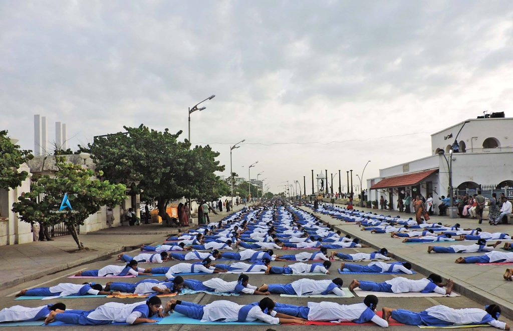 Streets full of people in yoga position in Tamil Nadu
