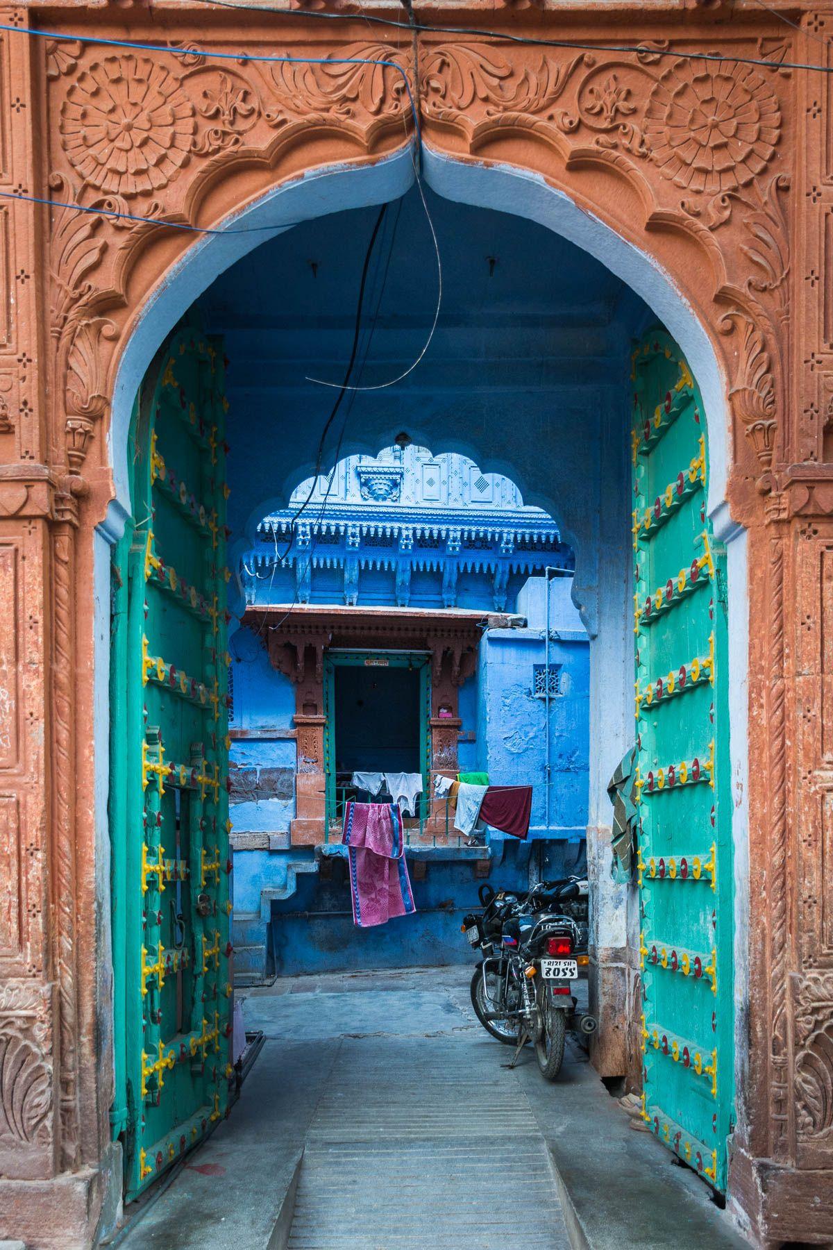 Recorriendo las calles de la ciudad de Jodhpur en Rajastán
