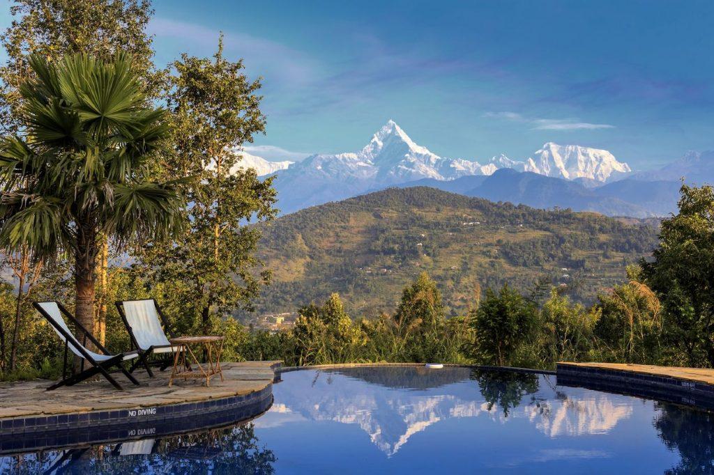 Piscina del Tiger Mountain y vistas de las montañas nevadas