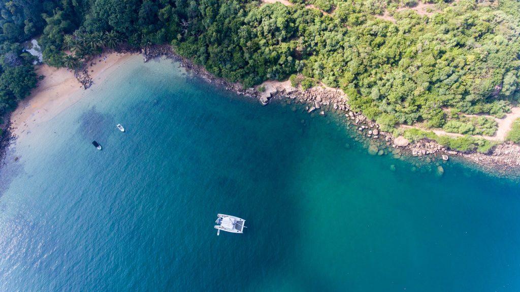 Catamarán de lujo para avista ballenas en Sri Lanka