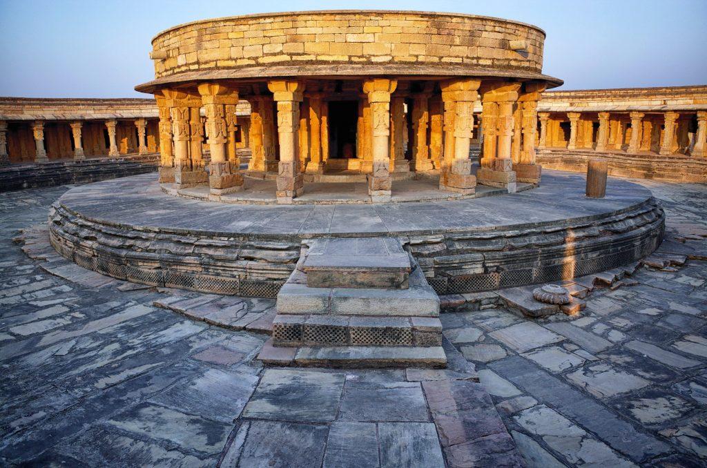 Interior del templo Chausath Yogini en Madhya Pradesh