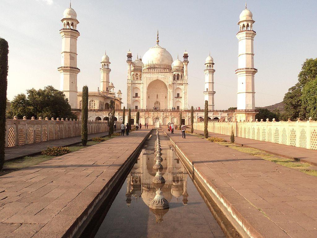 Bibi Ka Magbara es una réplica del Taj Mahal en el estado de Maharastra.