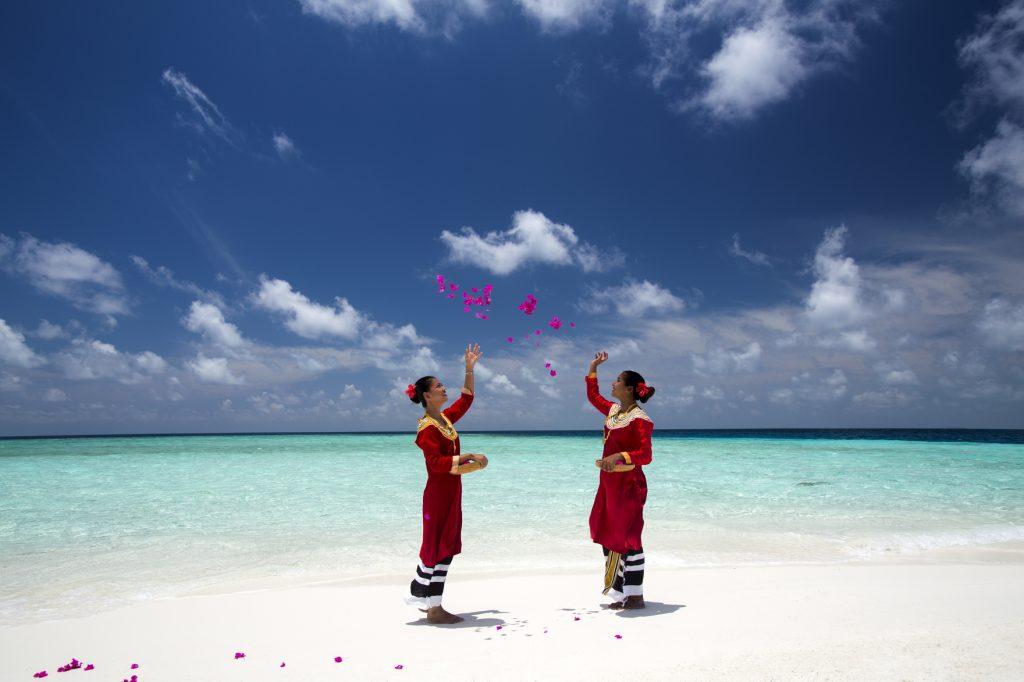 Dos maldivas celebrando la Navidad en Baros Maldivas