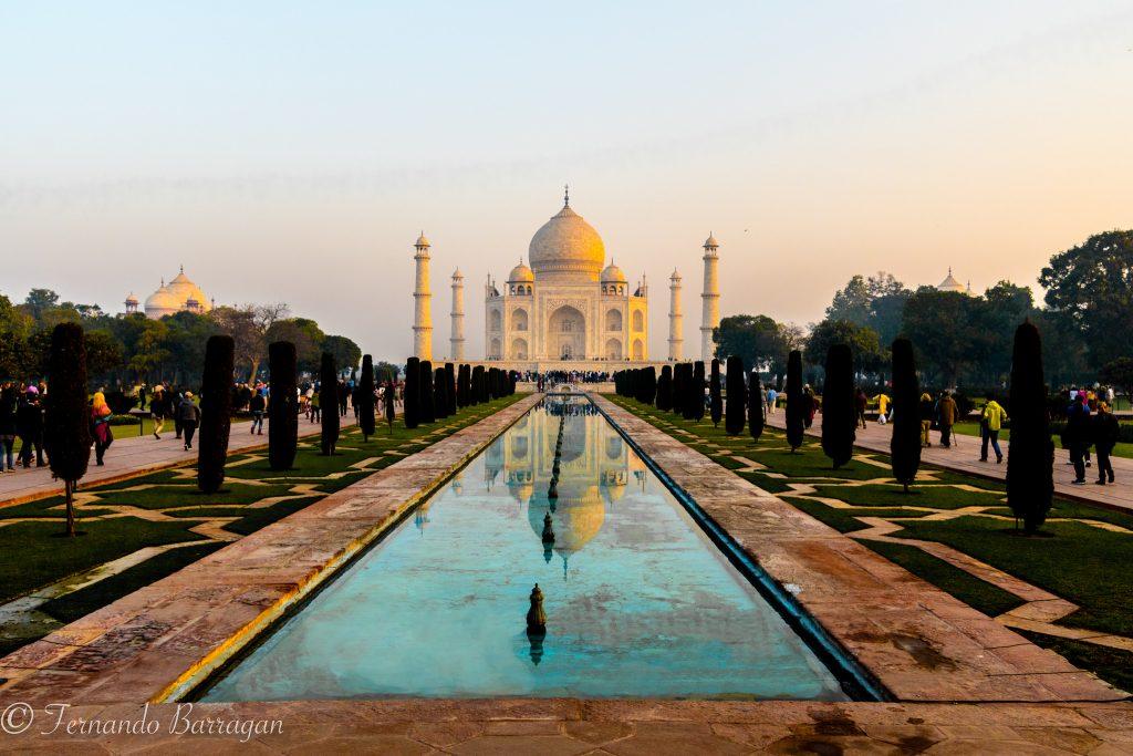 El Taj Mahal en Agra al atardecer